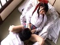 ランドセルを背負った美少女JS(つぼみ)が変態ロリコンのおじさんに「オシッコ臭いから綺麗にしてあげる」とクンニされ、イマラチオで精子をぶっ掛けられる。ツインテールの美少女小学生が陵辱されるヘンリー塚本作品。