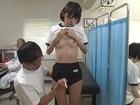 身体測定でエッチな計測ばかりされ、最終的にハメられてしまうスレンダー美少女のブルマJC。可愛くて長身だが華奢な体。スレンダー貧乳の美少女JCとセックスするAV(アダルトビデオ)。