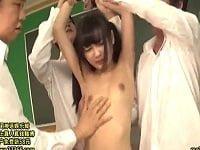 拘束されて集団レイプされるツインテールの美少女ロリJK(跡美しゅり)。色んな形で拘束されて次々とパイパンマ○コに中出しされる。JCみたいなロリっ娘「跡美しゅり」が陵辱されるAV(アダルトビデオ)。