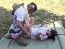 【JSロリ あず希】小学生に野外で種付けする農夫