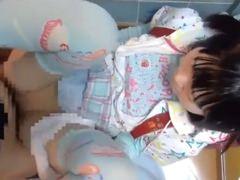 ランドセル背負った小学生と公衆トイレでハメ撮り援交&足コキ【小咲みお】