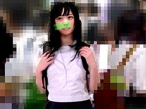 【電車痴漢 JKロリ】美少女女子高生が乳首攻め&高速手マンで激イキ潮吹き【素人 盗撮 個人撮影】。無料JKエロ動画。