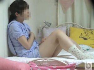 【ロリオナニー盗撮】小学生の妹のオナニーを隠し撮り。無料ロリオナニーエロ動画。