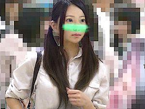 【電車痴漢 JKロリ】女子高生がクチュクチュ音が出る激しい手マンされる【ピノキオ 逆さ撮り ヤバイやつ】。無料JKエロ動画。