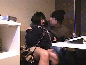 【ぽっちゃり女子高生】カラオケで女友達をレイプして隠し撮り【個人撮影 ヤバイやつ】。無料JKエロ動画。