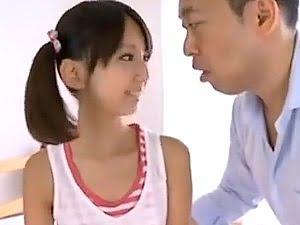 【神田るみ】ツインテールの美少女小学生とおじさんがセックス【JSロリ スレンダー貧乳】。無料JSエロ動画。