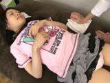 【JSロリ】小学生女児がマッサージでレイプされる【土屋あさみ パイパン貧乳】。無料JSエロ動画。