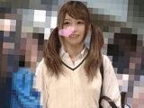 【電車痴漢】美少女ギャル女子高生にちょっと挿入できました【すももがり 逆さ撮り ヤバイやつ】。無料JKエロ動画。